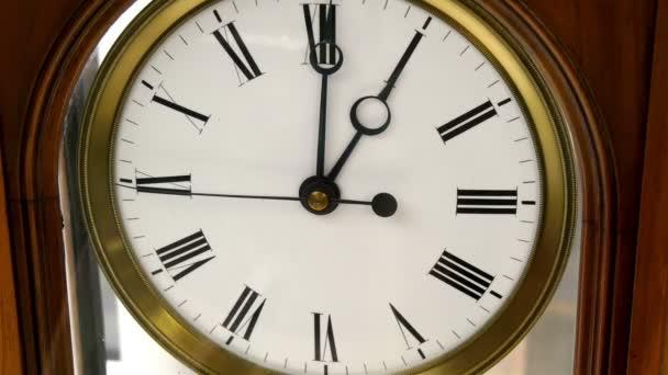 Egy régi, szép, antik óra