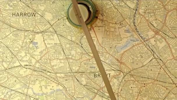 mapa na stůl s starou lupu