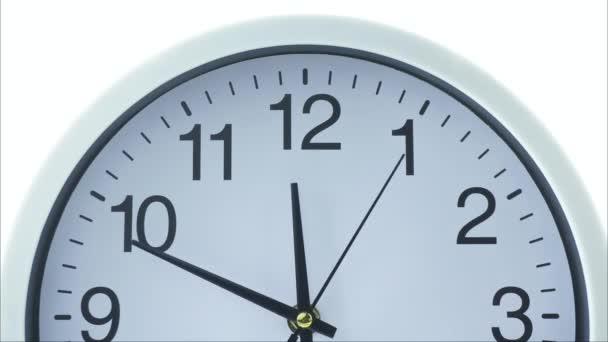 A fehér óra délelőtt 12-re fordul..