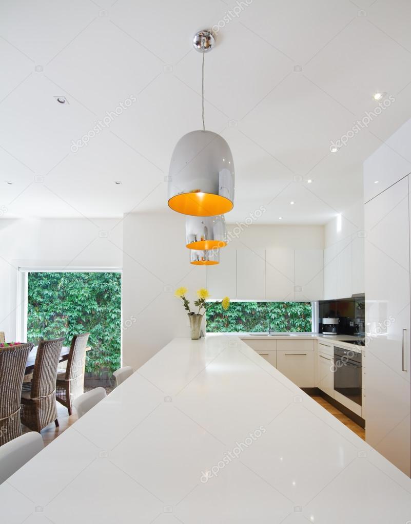 Cocina australiana moderna abierta y comedor renovación — Foto de ...