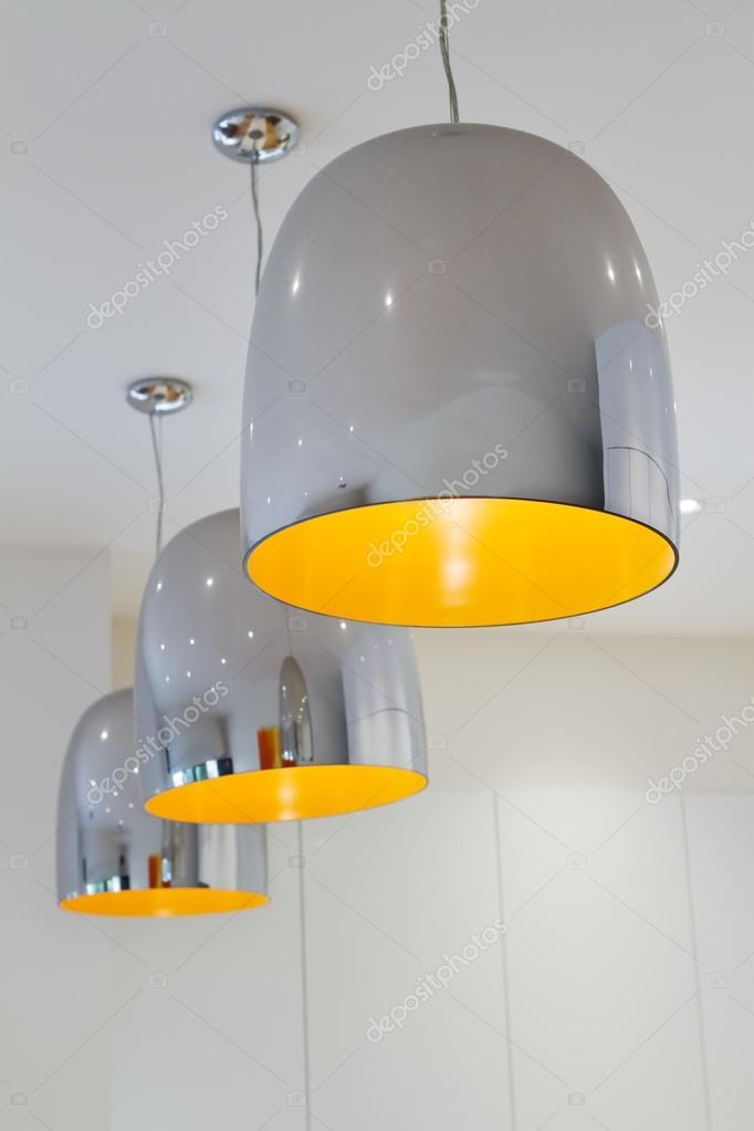 Drei Chrom und gelbe zeitgenössische Küche Anhänger Beleuchtung ...