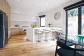 Fotografie Moderne offene Küche mit Insel-Sitzbank