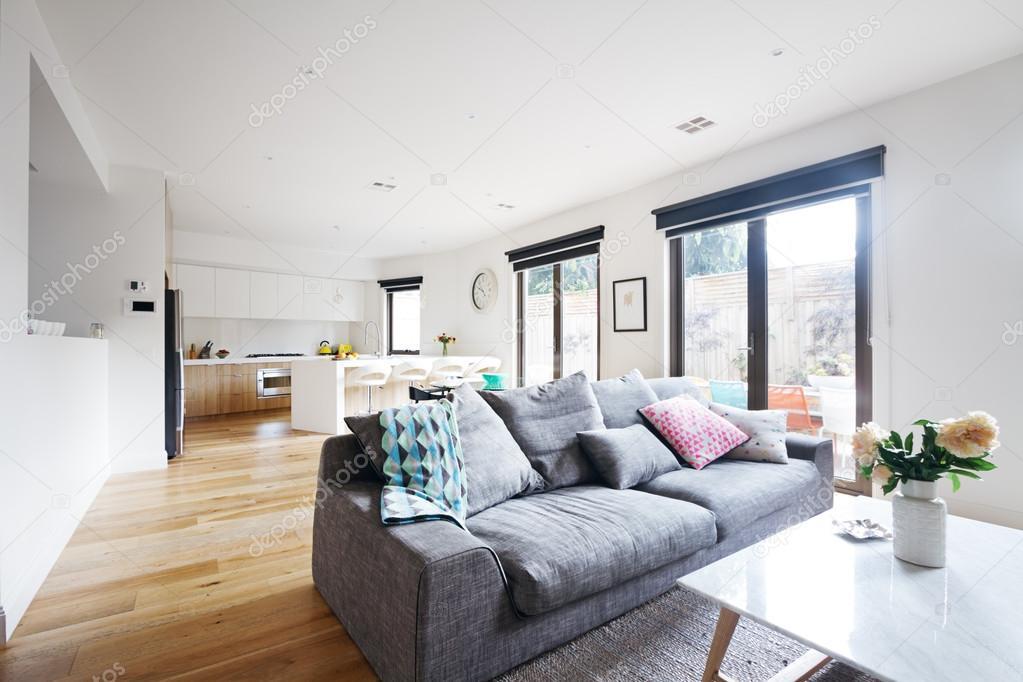 Open plan woonkamer keuken hedendaagse home u2014 stockfoto
