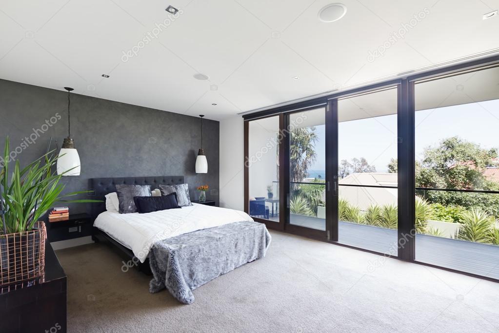 https://st2.depositphotos.com/1825794/9728/i/950/depositphotos_97286434-stock-photo-spacious-interior-of-designer-master.jpg