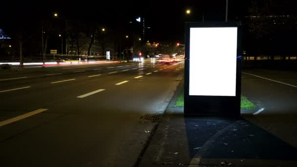 Világító üres billboard - a háttér-forgalom. Másolja a hely