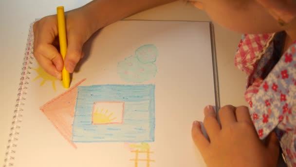 Kid Kreslení domu, Dítě omalovánky Studium umění, Školní dívka učení řemeslo, Dětská výchova, Zpět do školy, Vzdělávací