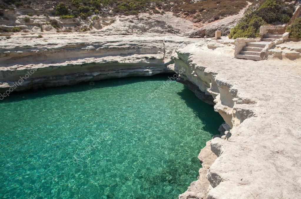 St. Peters piscine - plage de galets à Malte — Photographie jarino ...