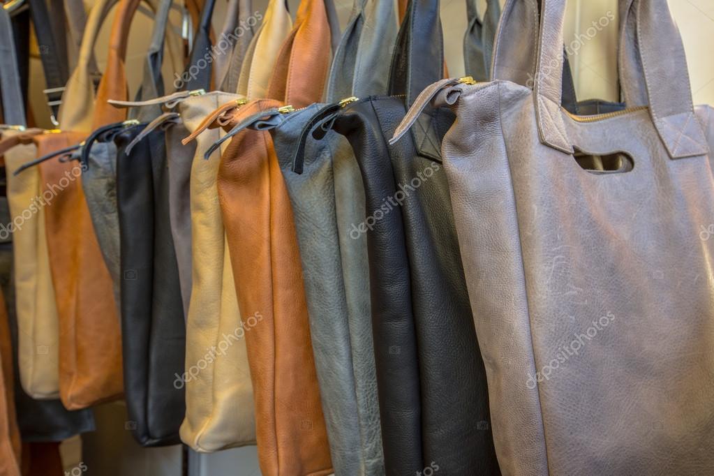 390a48f311 Χειροποίητες δερμάτινες τσάντες — Φωτογραφία Αρχείου ...