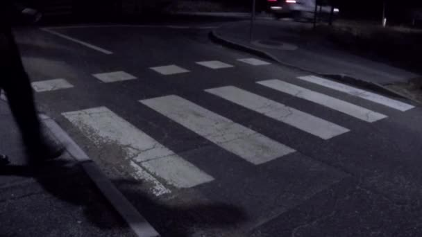 přechod pro chodce silnici v noci
