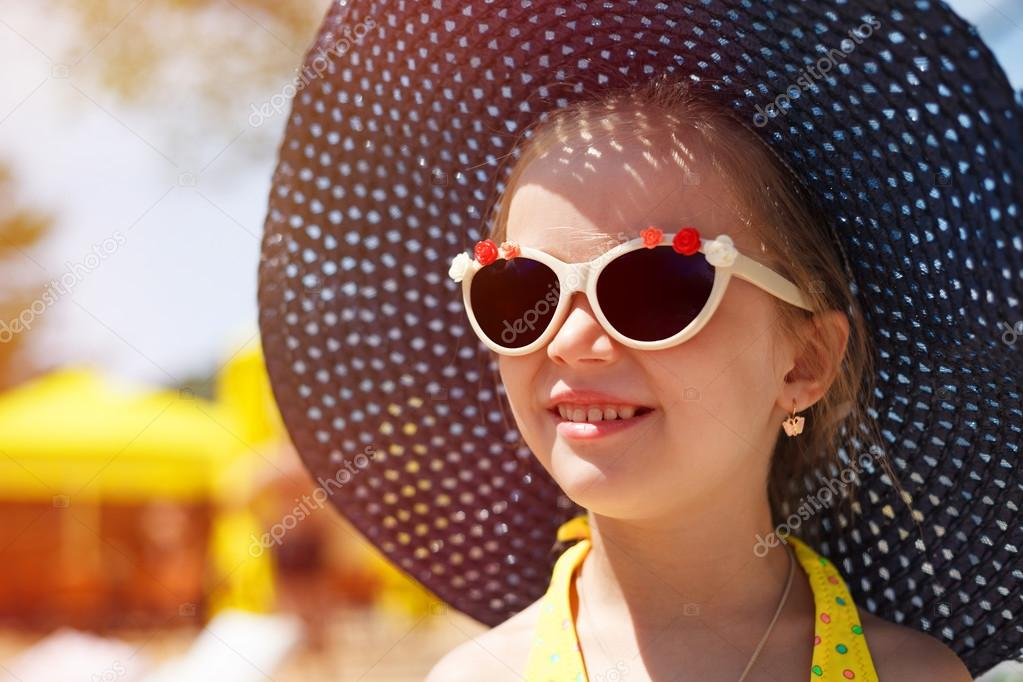 ef3c0ee22d42 Cute pretty little girl in trendy summer fashion wearing big sunglasses and  hat– stock image
