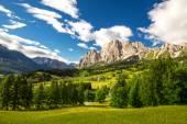 Fotografie Nádherné údolí s hory Cristallo
