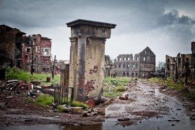 War devastation fear Russia, scenery, wet, dirty, home town