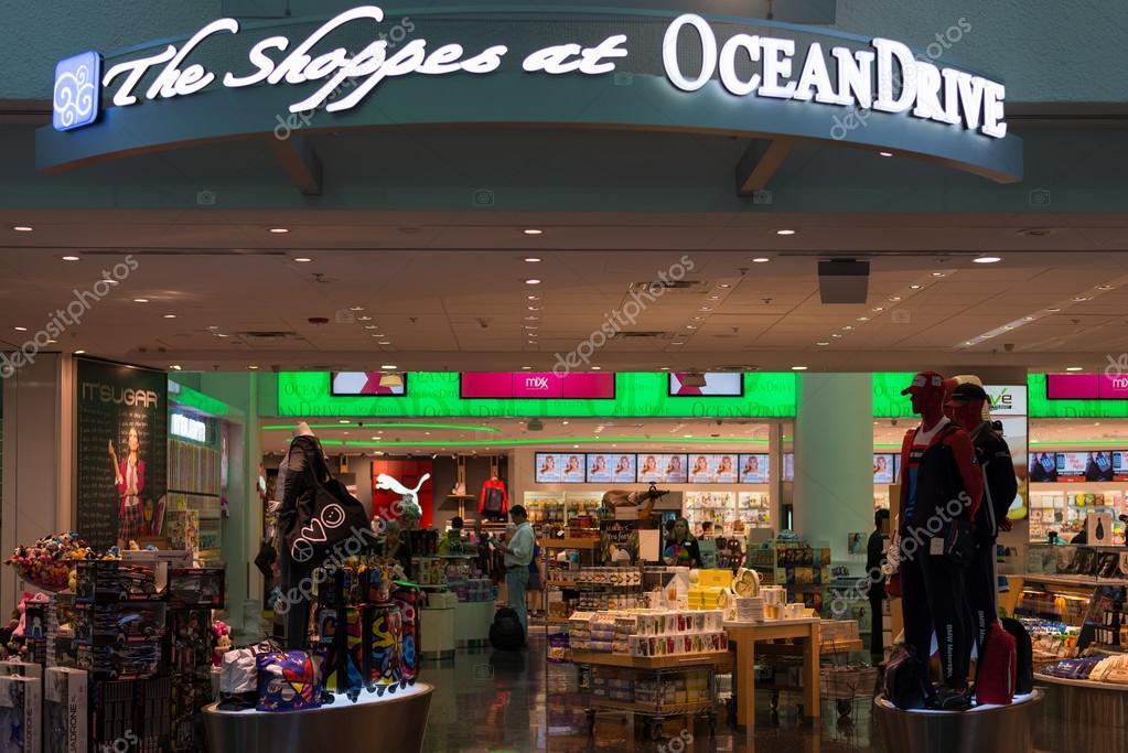 cdc32c9c6 Tienda de Oceandrive Duty Free en el aeropuerto internacional de Miami —  Foto de Stock