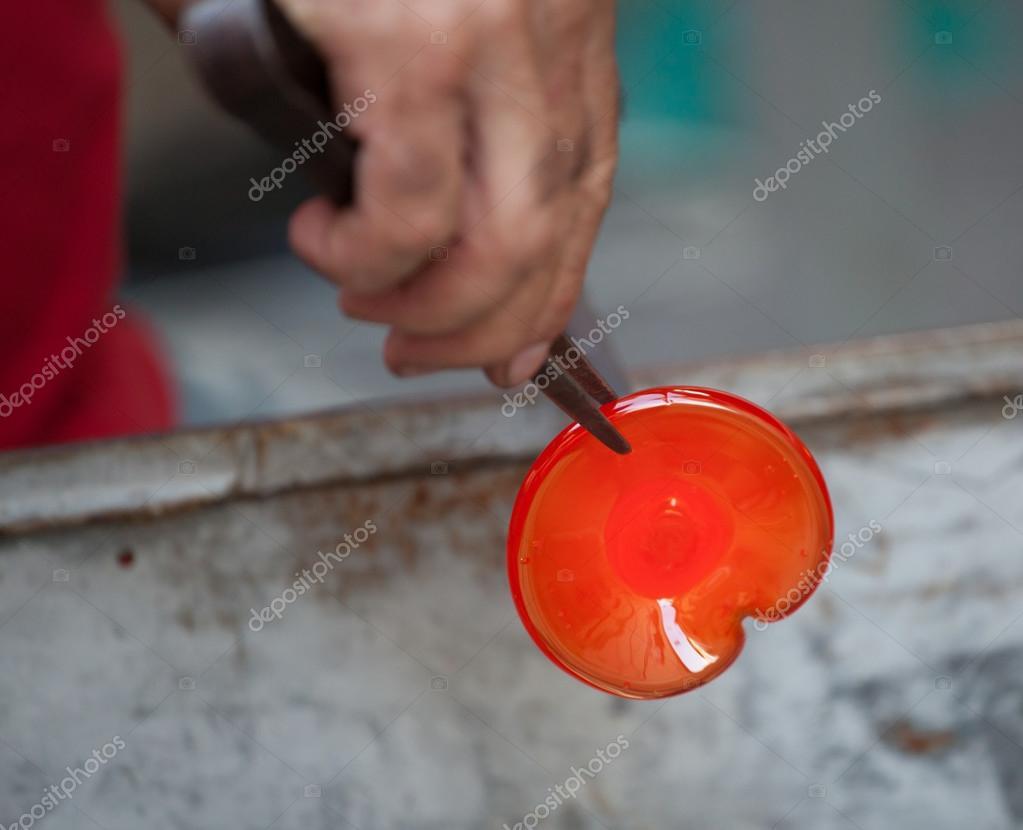 Produzione Artigianale Del Vetro.Artigianale Del Vetro Soffiato Foto Stock C Antoniogravante 83159058