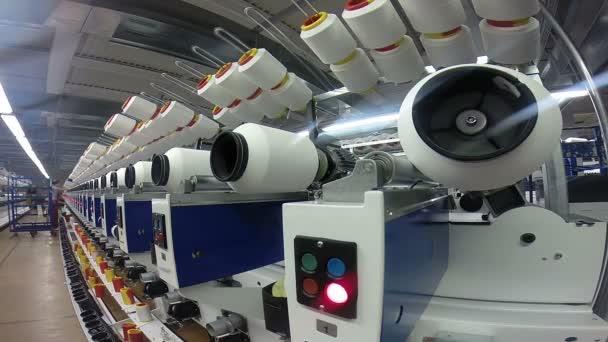 Příze a protáhněte výroby v moderní textilní závod