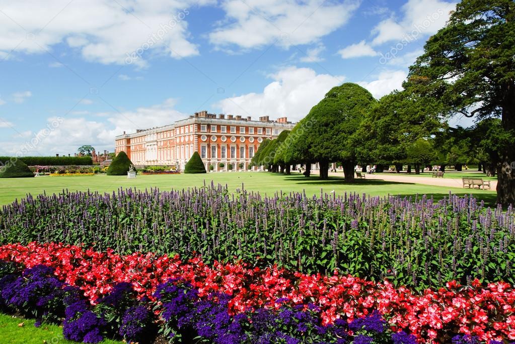 Hampton court palace gardens — Stock Photo © omnesolum_sale #99594850