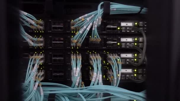 Mnoho blikání Led Lamp Server Rack. Koncept datového centra 2021.