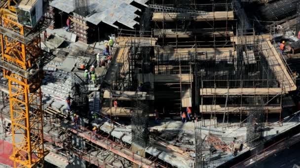 dělníci na staveništi v Dubaji