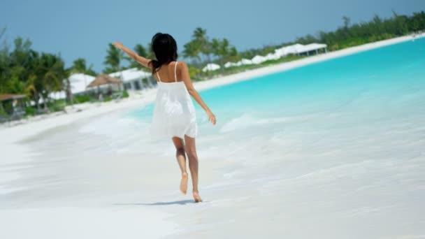 Free videos of beautiful beach babes — img 12