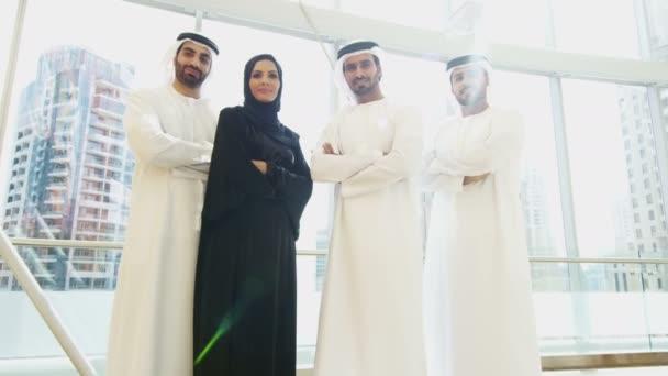 Arabisch Business-Team in traditionellen Kleidern