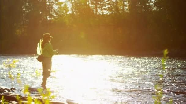 ženské muškaření v řece St Mary