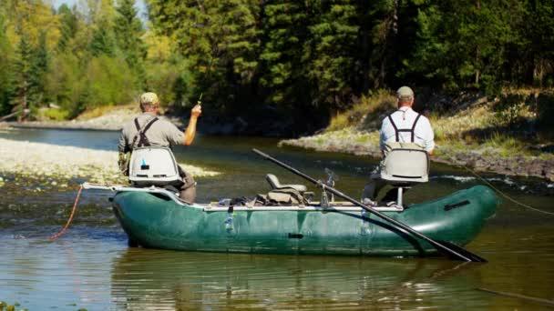 samci na sladkovodní river muškaření
