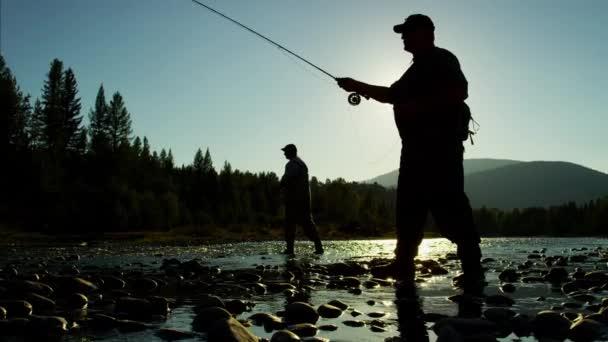 rybář obsazení linky v sladkovodní řece