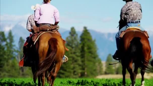 kůň jezdci na Kootenay pohoří
