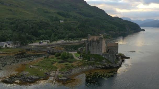 Eilean donan castle za soumraku
