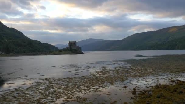Západ slunce z hradu Eilean Donan