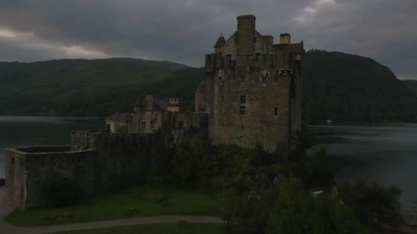 Eilean Donan castle s lidmi, Turistika