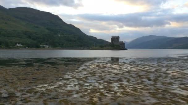 Soumrak pohled Eilean Donan castle