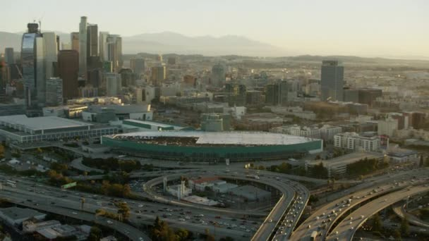 dálnice a mrakodrapy v Los Angeles