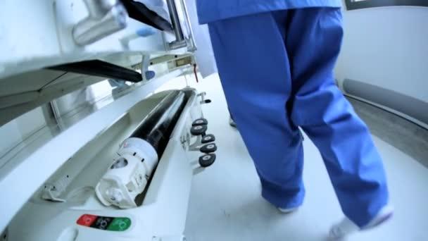 zblízka pacientů oddělení přenosu nemocniční lůžko Zpomalený pohyb