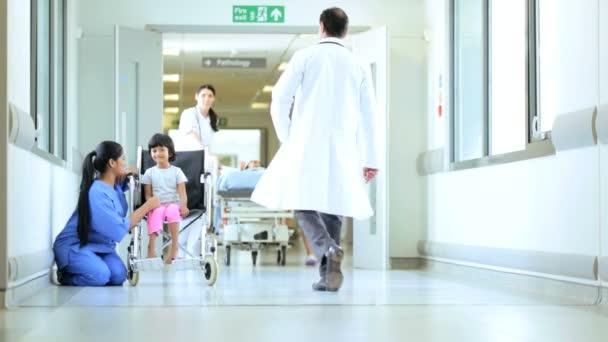dítě pacientů přijatých nemocniční ošetření