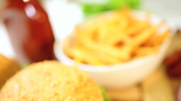 jídlo chutné čerstvě vařené slanina cheeseburger zblízka