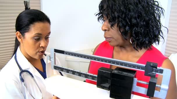 Pacient s hmotnosti sestra