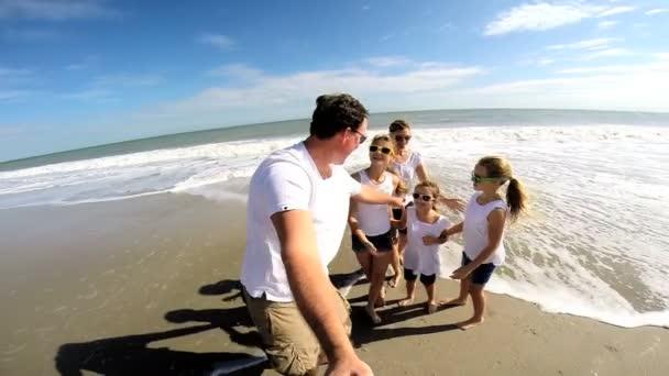 Rodina na pláži natáčení autoportrét