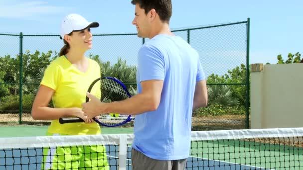 Tenistka cvičit s trenérem