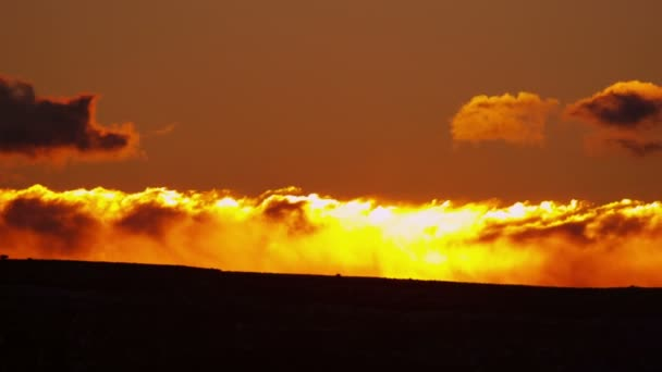 Sunrise pohybu cloudscape pouštní krajina oranžové barvy, Usa, Red Epic