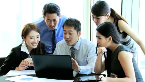 Obchodní tým slaví finanční výsledky