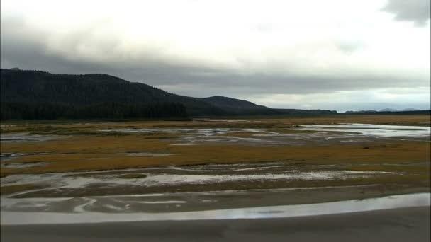 Aljaška krajina s ledovci sníh řeka