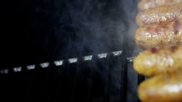 klobásy grilované maso na grilování