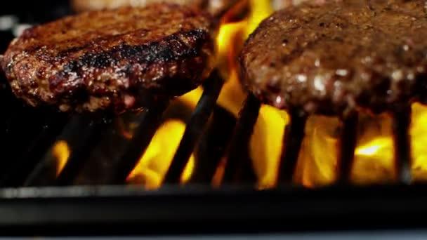 hovězí hamburgery na plamen gril