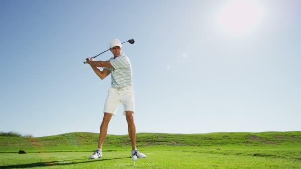 männliche Golfspieler, Golf spielen