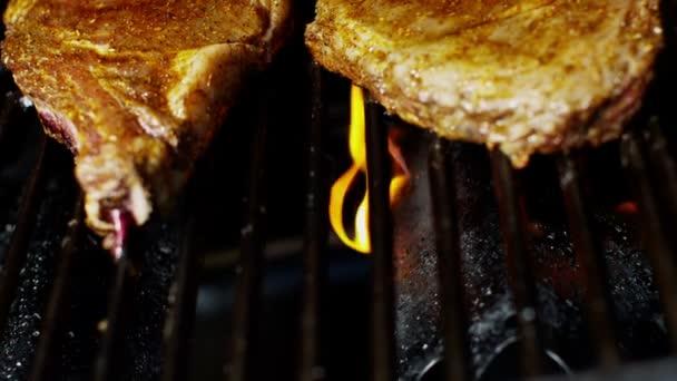 Szalonnasütés, főzés egészséges, alacsony koleszterin színhús T-Bone Steak étkezés