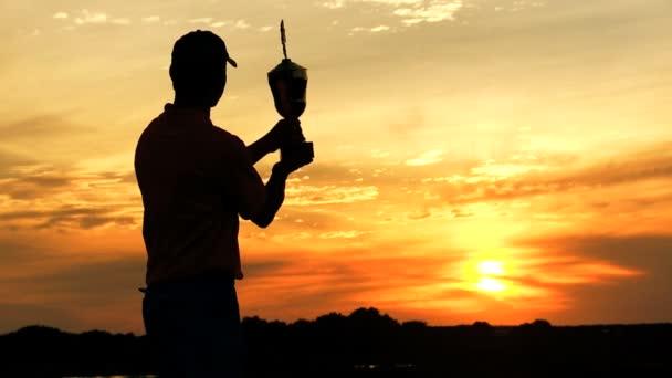 profesionální golfový hráč slaví vítězství