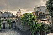 Cortile nel centro storico a Catania