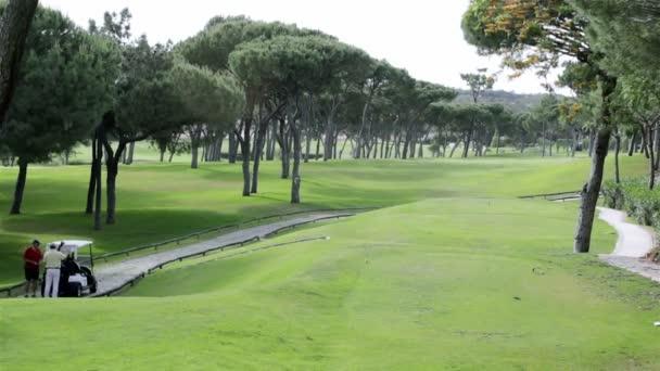 Golf z týčka, v destinaci známého kurzu algarve, Portugalsko. (timelapse)