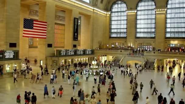 New York, září 03: Cestující v nádraží grand central v 03 září 2013 v New Yorku. Je to nejrušnější a největší nádraží na světě podle počtu platforem: 44, s 67 skladby
